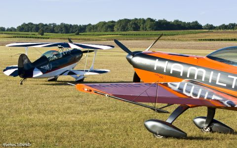 Pitts S2B - Extra 200