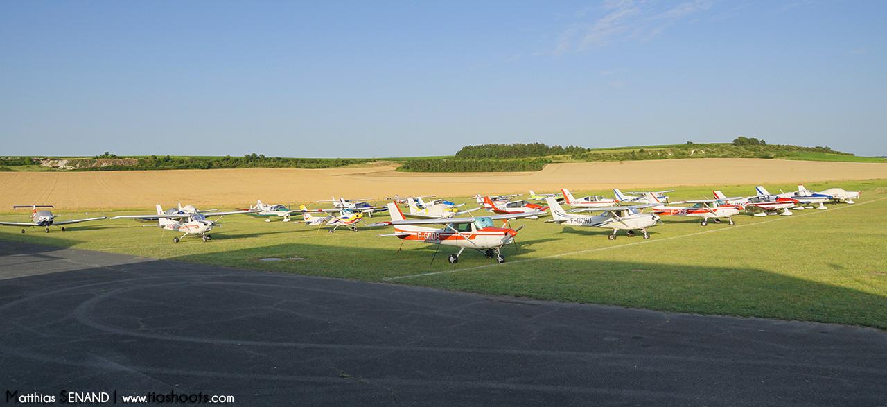 Parking avion en fin de journée